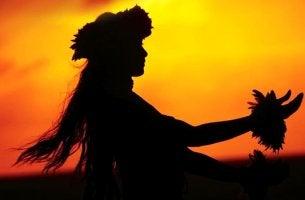 Mujer practicando el Ho´oponopono