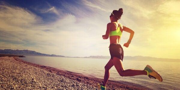 mujer corriendo para desarrollar la interocepción
