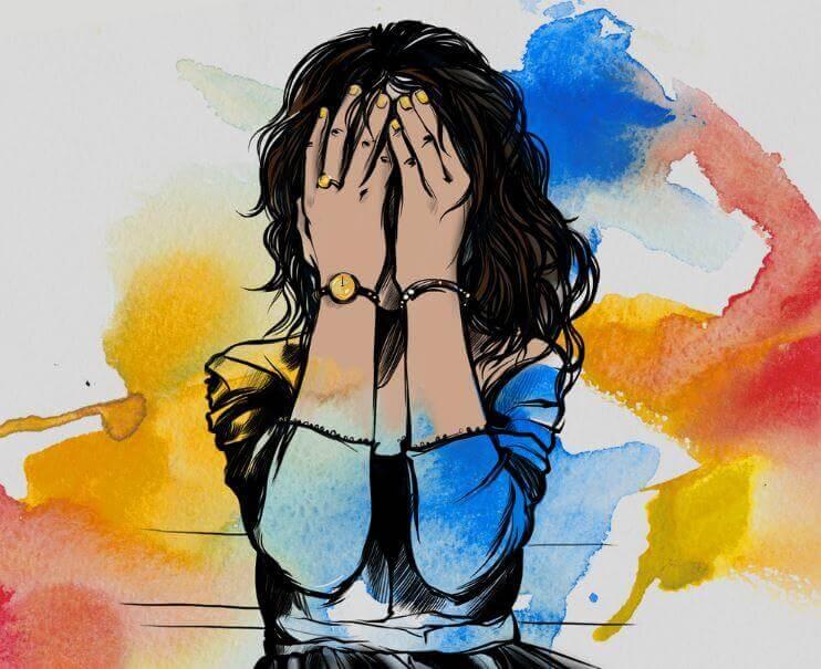Mujer triste tapándose los ojos pensando en el tratamiento de la depresión