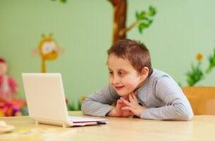 Niño con discapacidad intelectual