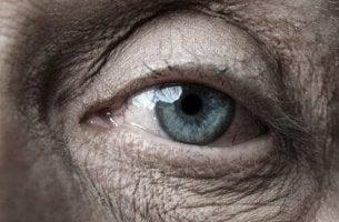 Ojos de una persona mayor