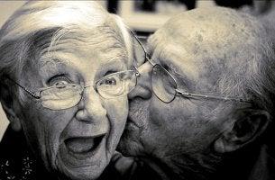 pareja que busca envejecer felices