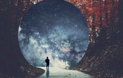 figura avanzando a tunel para intentar superar un rechazo amoroso
