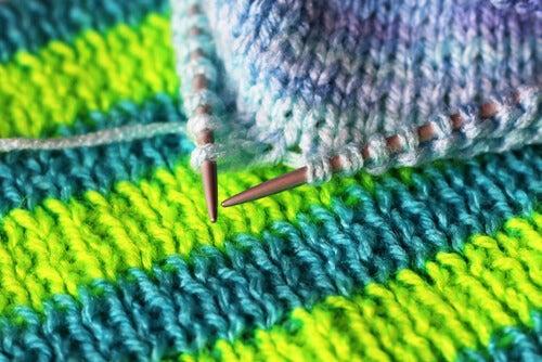 Agujas con lana