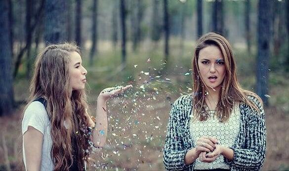 """chicas representando la amistad a """"primera vista"""""""