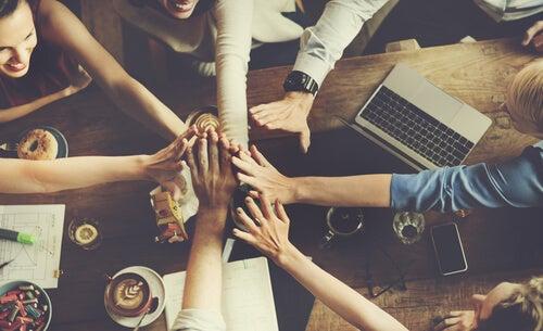 ¿Por qué los grupos generan normas?