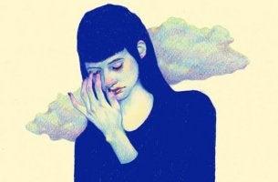 mujer triste pensando en la formación de nuestra autoestima