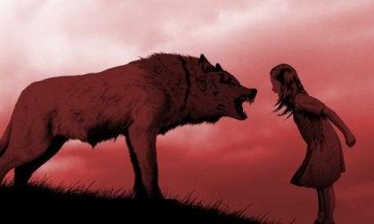 Niña gritando a un lobo simbolizando las frases del libro las mujeres que corren con los lobos