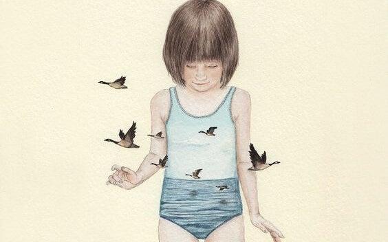 niña con pájaros alrededor representando la formación de nuestra autoestima