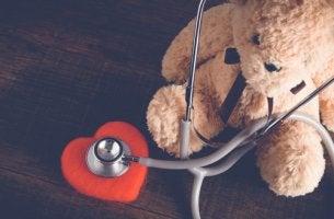 Osito con corazón de los niños hospitalizados