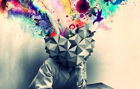 Cabeza de la que salen colores representando el desaprendizaje creativo