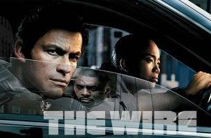 Personajes de The Wire en un coche