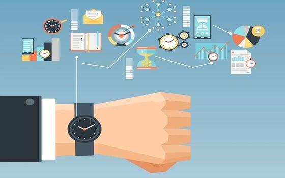 reloj marcando tareas para mejorar tu productividad