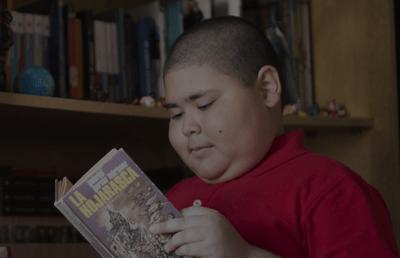 Rubén Darío Ávalos leyendo