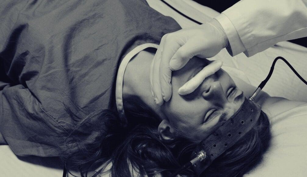 mujer en las terapias de choque