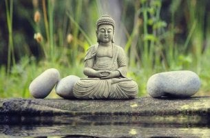Buda representando el fondo y trasfondo de las religiones orientales