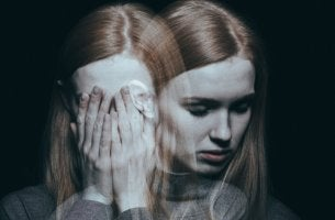 Chica con esquizofrenia