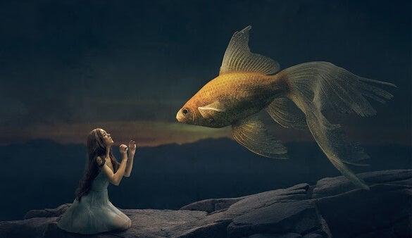 chica diciéndole a un pez tómate tu tiempo