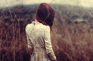 chica que representa la la timidez