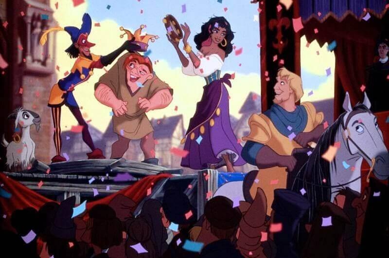 Escena de coronación en la película El jorobado de Notre Dame