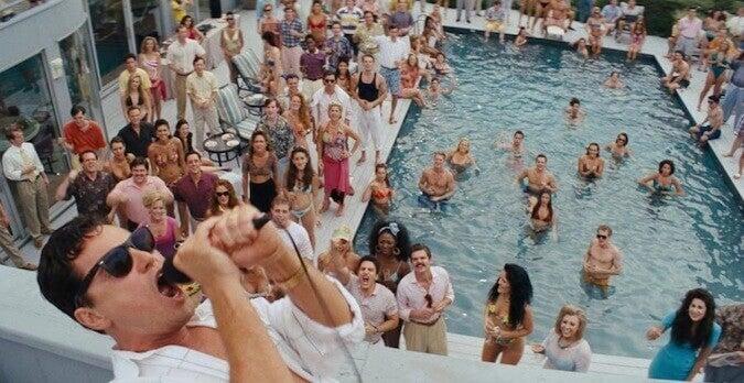 Gente en la piscina