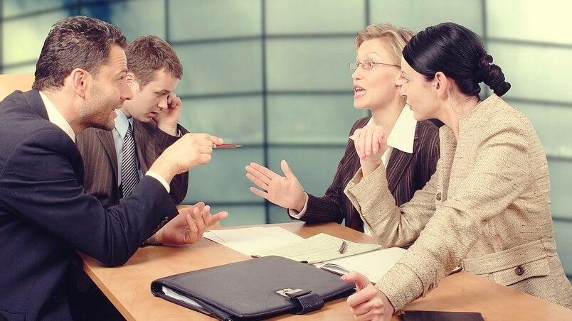 Grupo de trabajo negociando