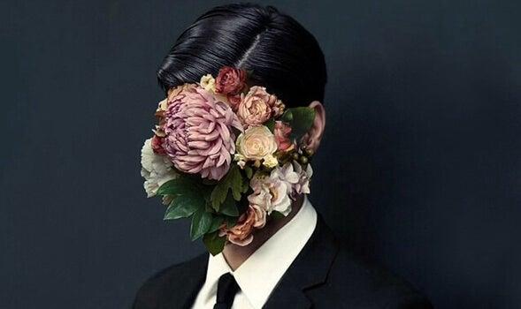 hombre con flores en el rostro representando a los necesitadores compulsivos