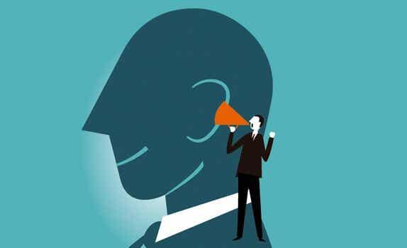 Pensar en voz alta mejora el razonamiento mental
