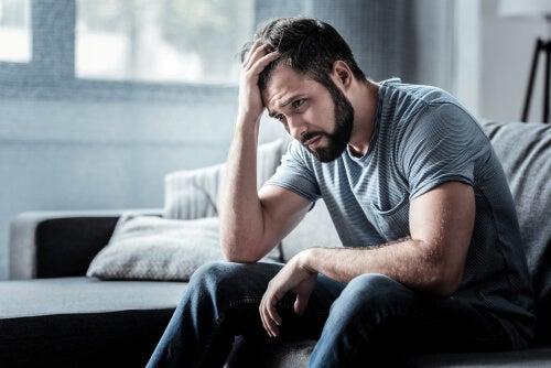 Señales que indican depresión en hombres - La Mente es Maravillosa