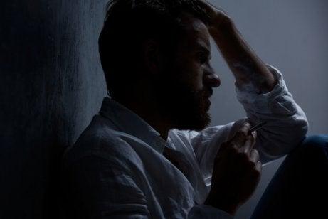Hombre triste con depresión