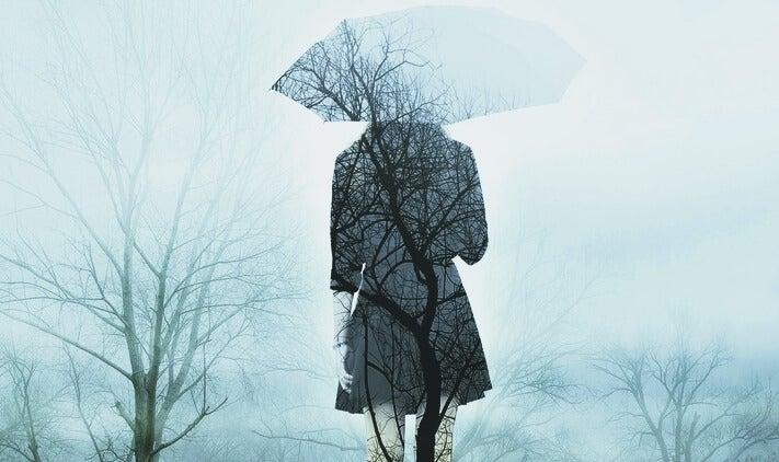mujer con paraguas simbolizando frases de duelo