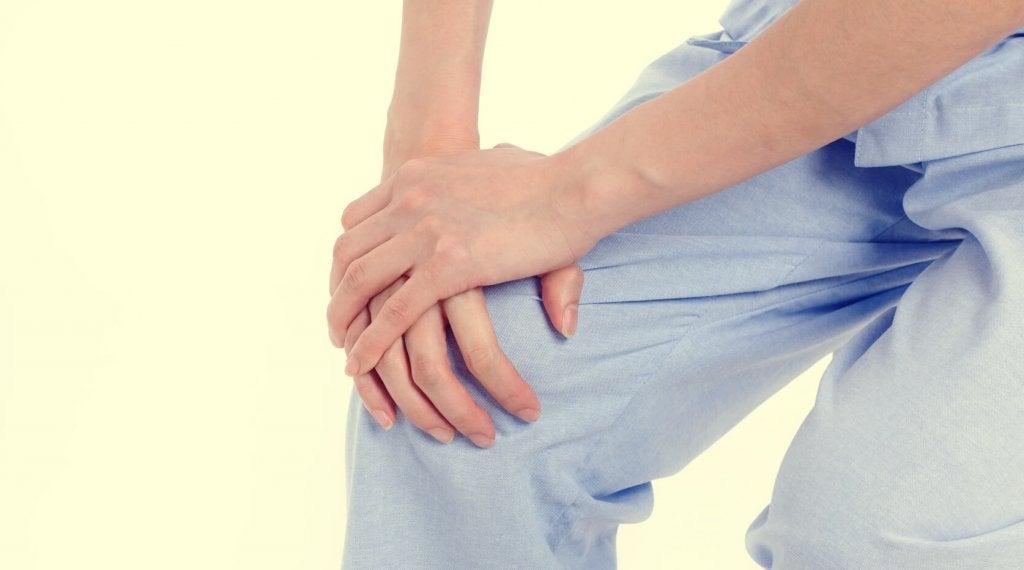 persona que sufre síndrome de las piernas inquietas