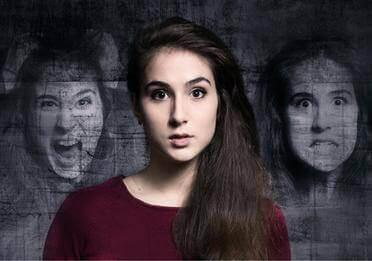 Mujer con alucinaciones