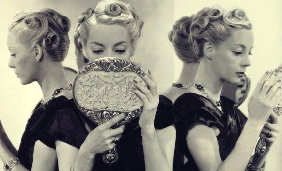 5 causas del narcisismo exagerado