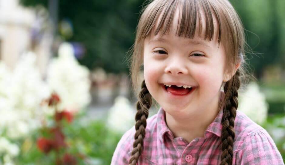 Niña con discapacidad intelectual