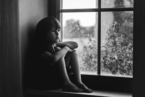 3 señales de falta de afecto en niños