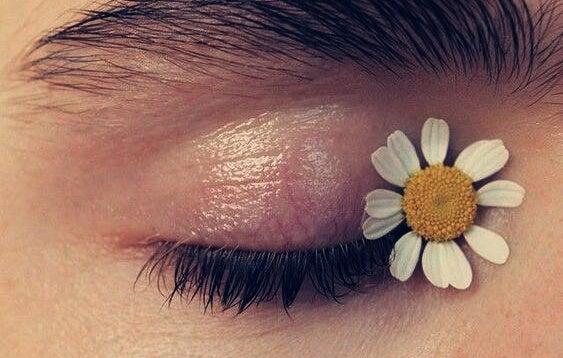 ojo con margarita simbolizando el arte de recuperarse de un abuso emocional
