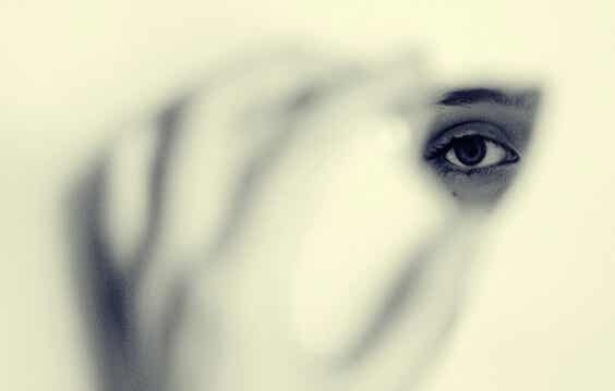 Los miedos que nos empujan a ser invisibles