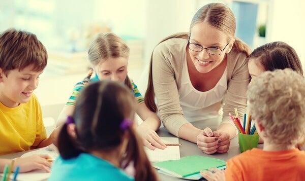 maestra simbolizando la gestión emocional de los profesores