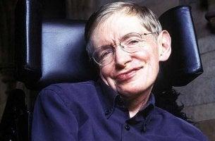 Stephen Hawking sonriendo