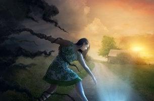 chica atrapada por nubes oscuras pensando que todo es muy difícil