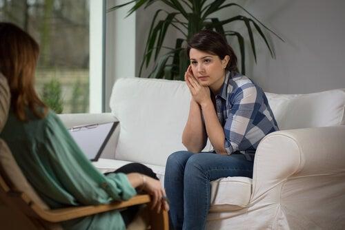Chica con su psicólogo
