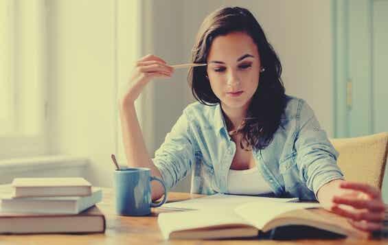 Estudiar leyendo en voz alta o en silencio, ¿qué funciona mejor?