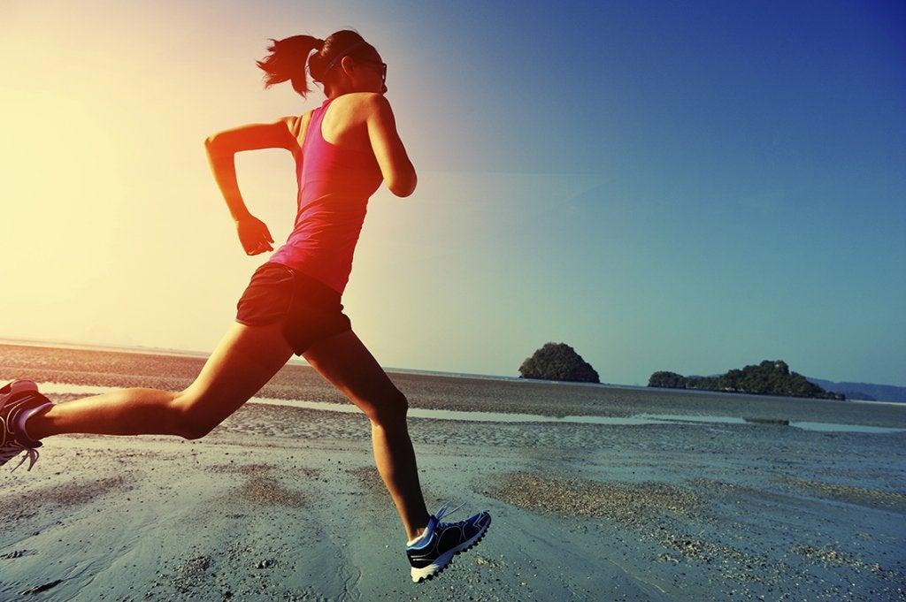 Mujer haciendo ejercicio para combatir la ansiedad