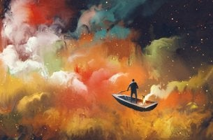 hombre en barco avanzando ante nubes de colores representando el haz algo que te dé miedo