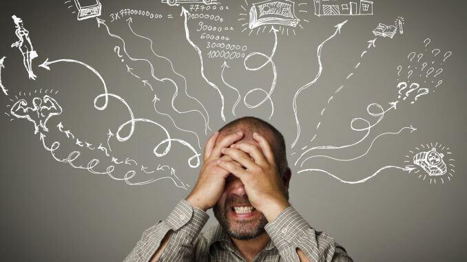 hombre con aboulomanía sufriendo dudas y preocupaciones