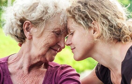 Cómo ayudar a una persona mayor que está triste