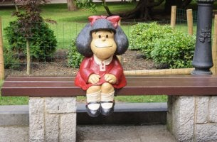 Mafalda sentada