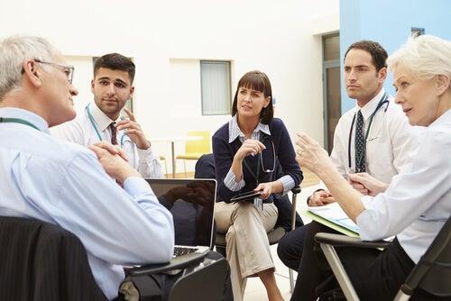 Médicos hablando