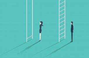 Mujer con dificultades para subir en una escalera para representar la desigualdad de género